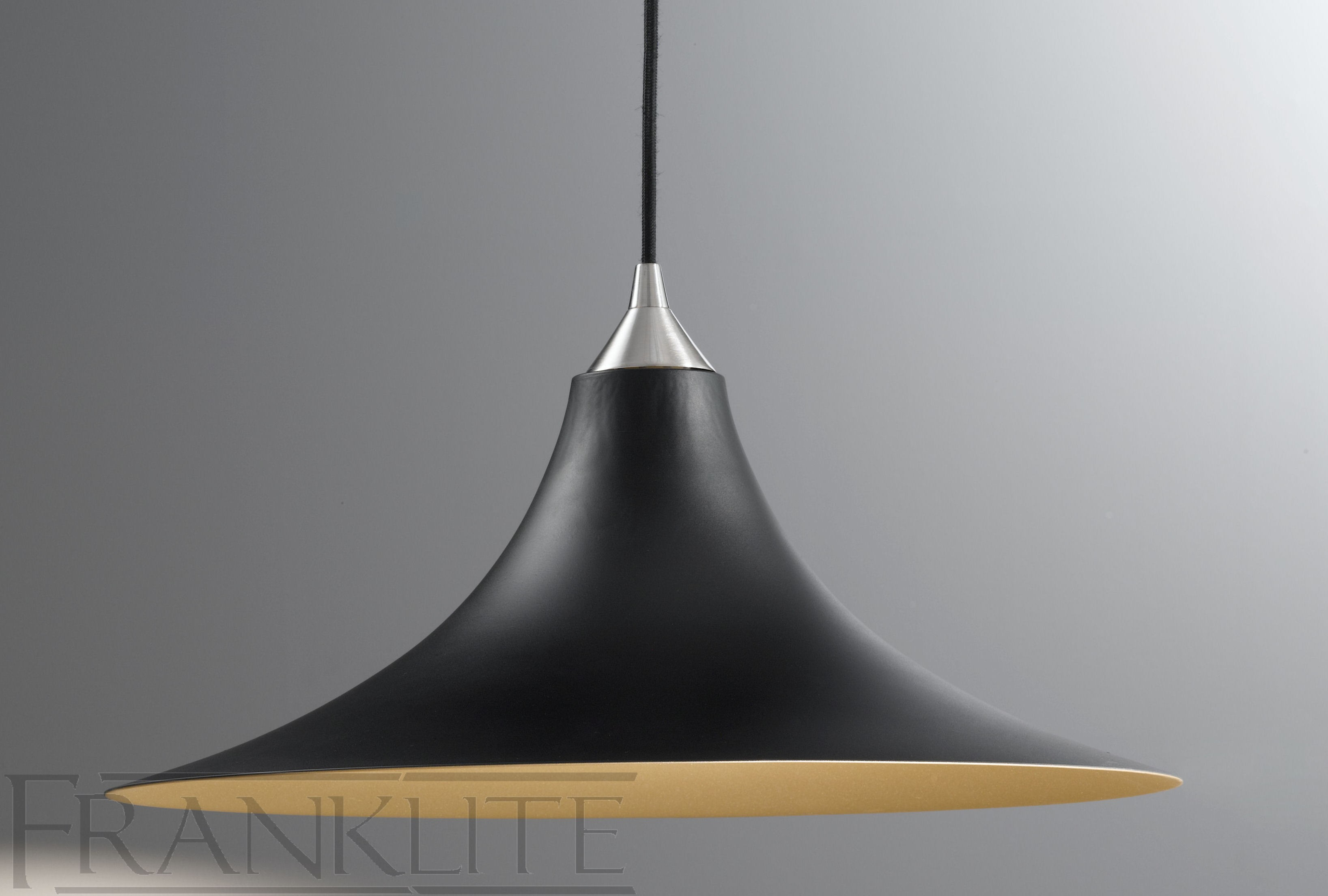 Suspension luminaire londres top dco marocaine suspension for Luminaire noir suspension